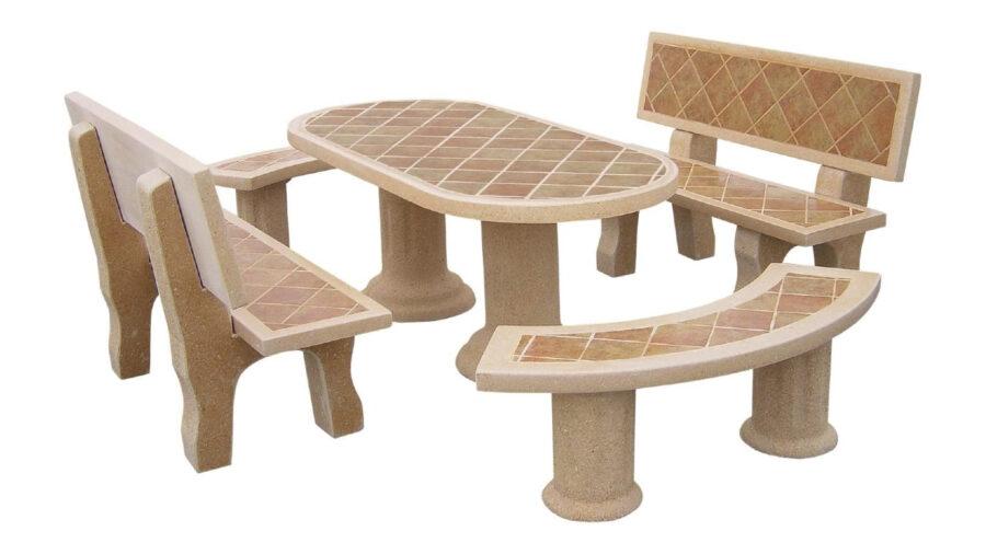 bancos y mesa de piedra para exterior