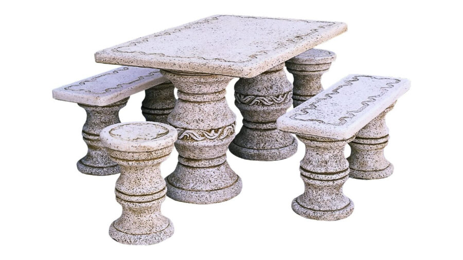mesa y bancos de piedra